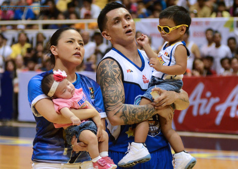 jimmy-alapag-and-family