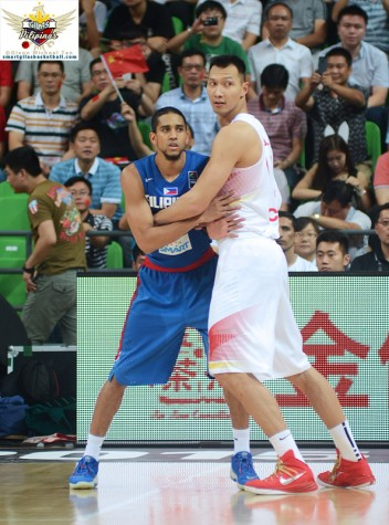 Gabe Norwood vs Yi Jianlian